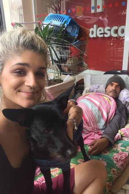 Jovem faz 'vaquinha' online para ajudar morador de rua a pagar aluguel